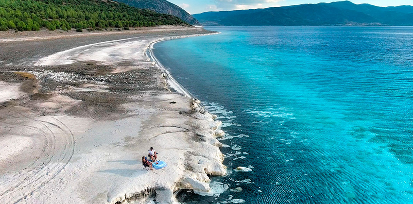 Salda Gölü Pamukkale Çeşme Alaçatı Turu / 1 Gece Otel Konaklamalı